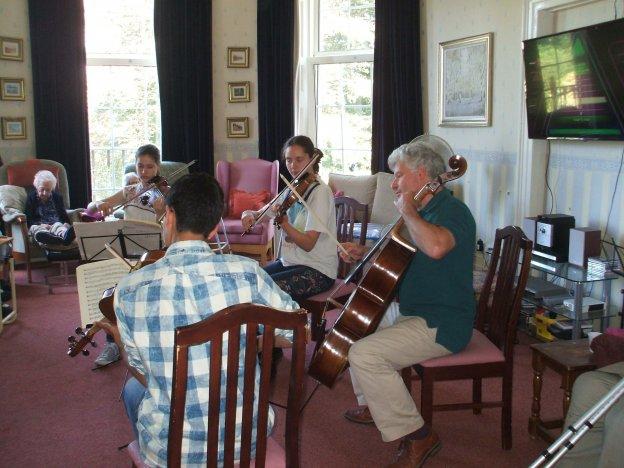 Musicians entertain at St Petrocs