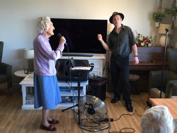 Rat Pack Pete performs at Primrose House