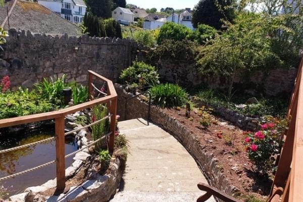 Frensham House - Amazing garden